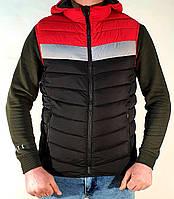 Безрукавка мужская демисезонная стильная с капюшоном черная с красным