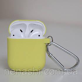 Чохол силіконовий для бездротових навушників Apple AirPods з карабіном Жовтий
