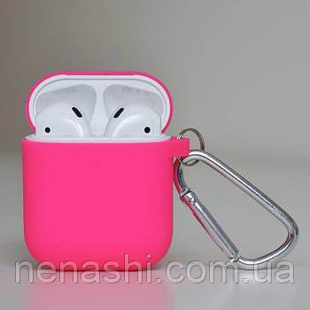 Чехол силиконовый для беспроводных наушников Apple AirPods с карабином Розовый (фуксии)