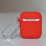 Чехол силиконовый для беспроводных наушников Apple AirPods с карабином Красный, фото 4