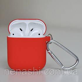 Чехол силиконовый для беспроводных наушников Apple AirPods с карабином Красный