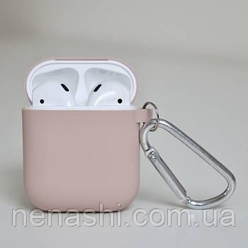Чехол силиконовый для беспроводных наушников Apple AirPods с карабином Розовый (Пудровый)