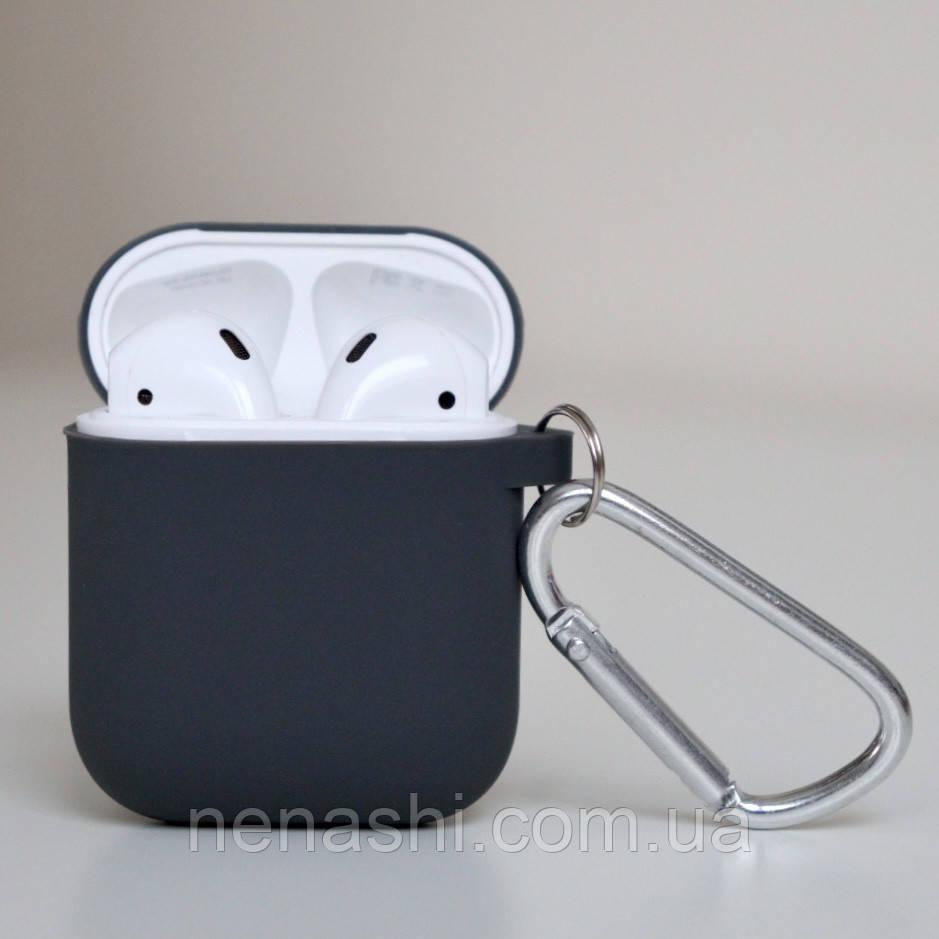 Чехол силиконовый для беспроводных наушников Apple AirPods с карабином Темно-серый (Черный)
