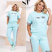 Спортивный женский костюм футболка и зауженные на манжетах брюки с боковыми карманами.
