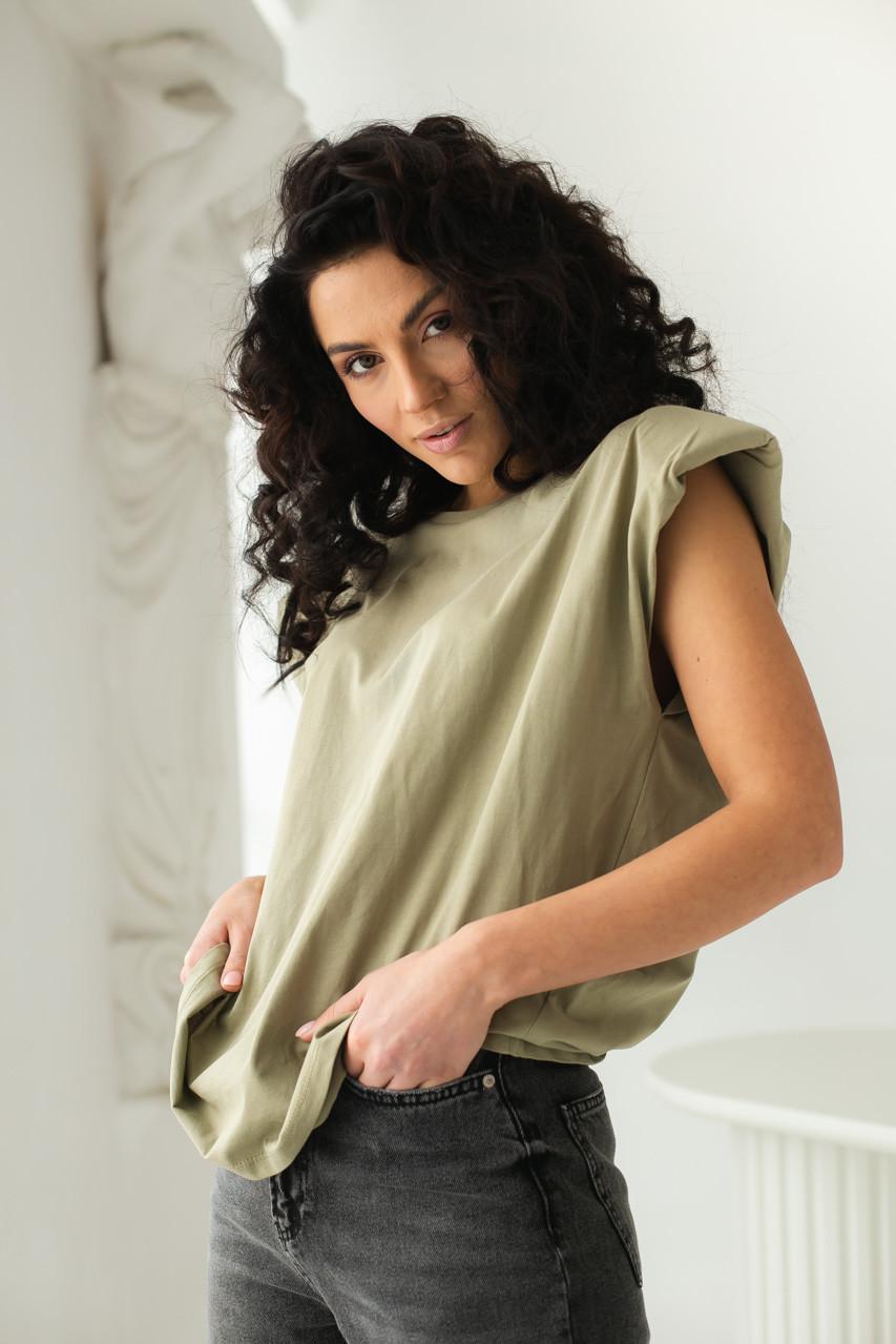 CLEW WOMAN Базовая однотонная футболка с акцентом на плечи - хаки цвет, S