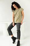 CLEW WOMAN Базовая однотонная футболка с акцентом на плечи - хаки цвет, S, фото 3