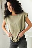 CLEW WOMAN Базовая однотонная футболка с акцентом на плечи - хаки цвет, S, фото 7