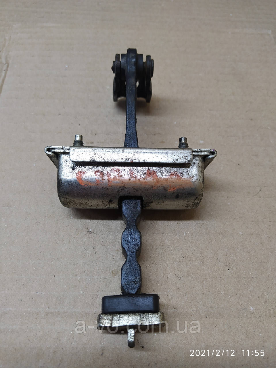 Ограничитель передней правой двери Opel Corsa D 13180682