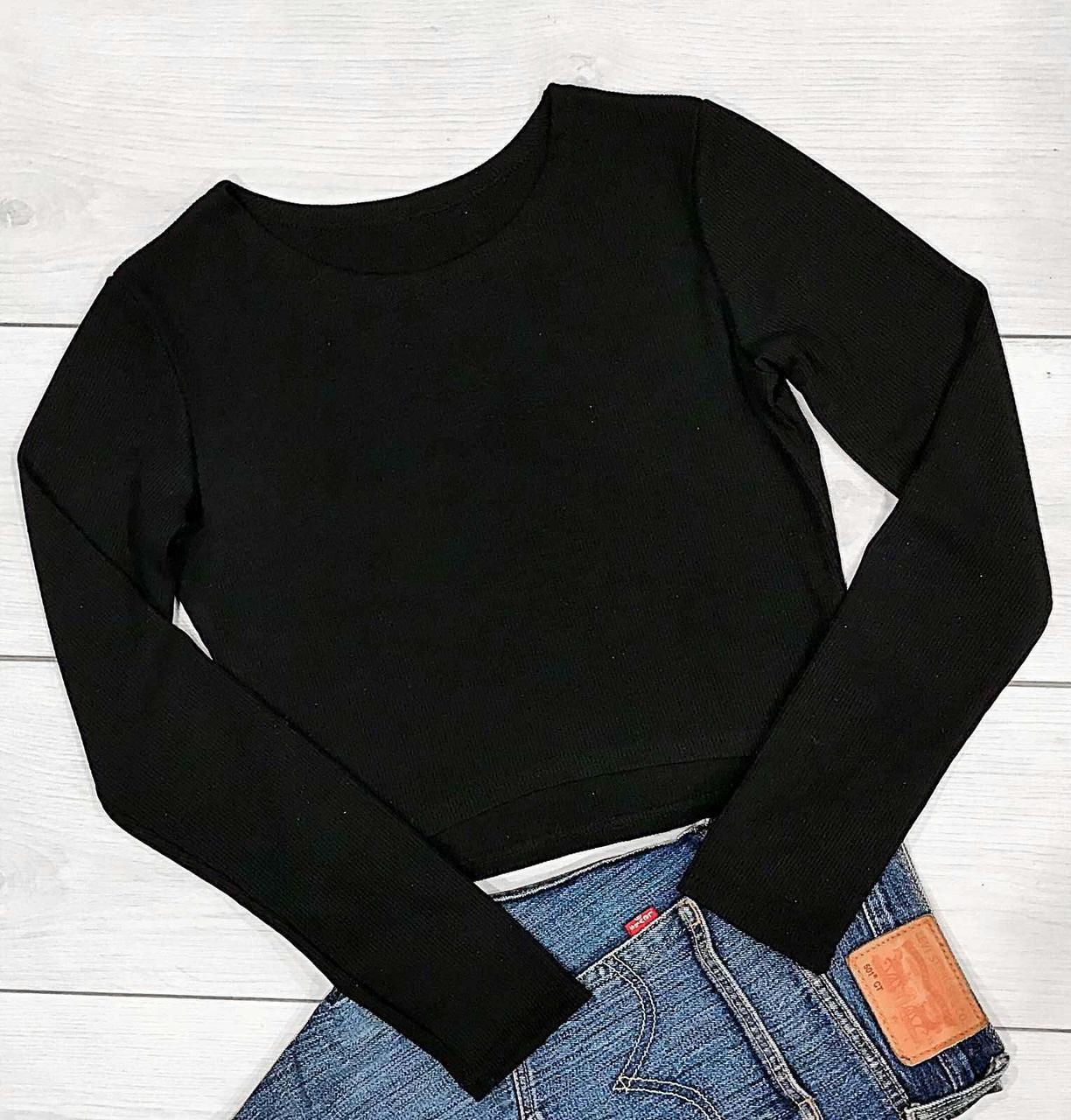 Женская укороченная кофта черного цвета с длинным рукавом.