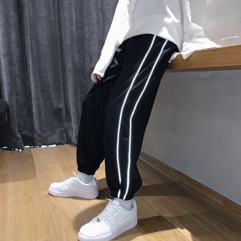 Мужские штаны спортивные черного цвета с рефлективными лампасами