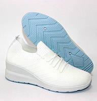 Білі кросівки на товстій підошві з червоним задником, фото 1