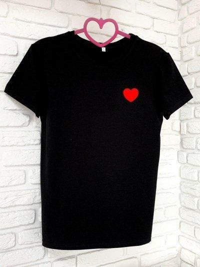 Женская футболка хлопок черная с принтом сердце SKL59-259645