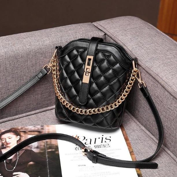 Маленькая сумка для девушки эко кожа, модная и стильная женская мини сумочка клатч стеганная