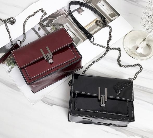 Модна жіноча лакова міні сумочка