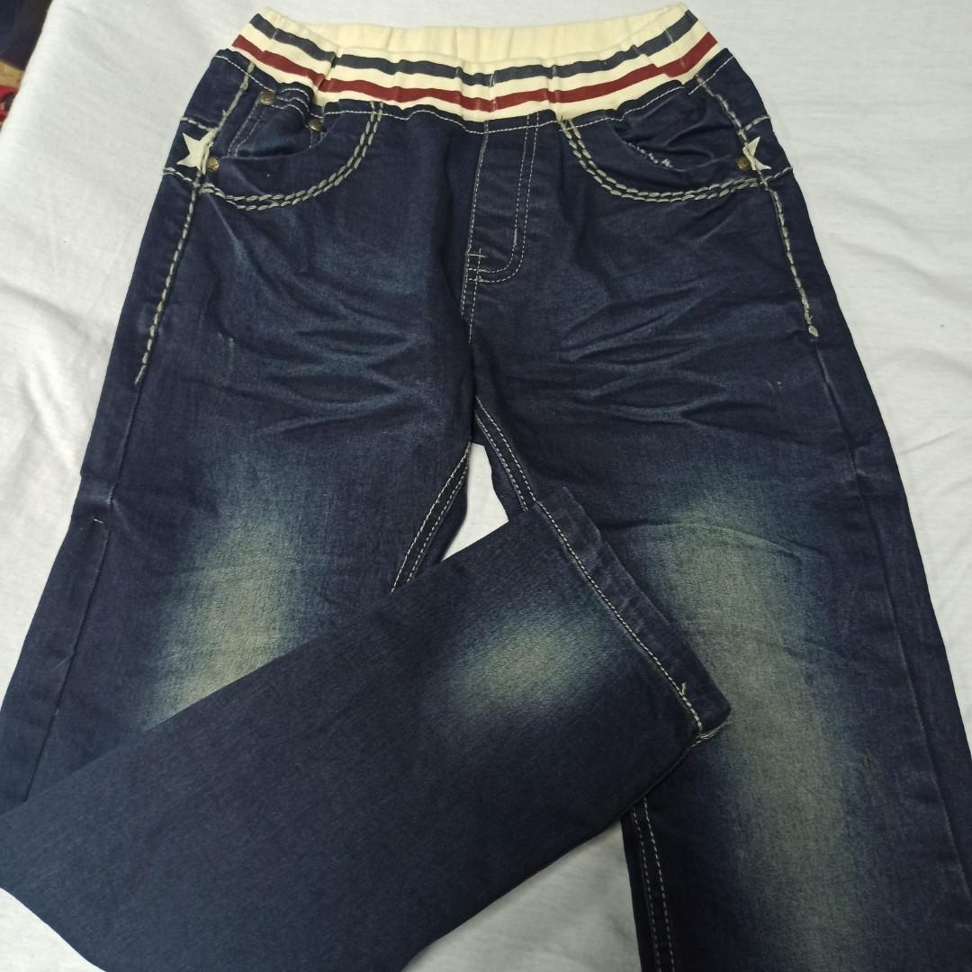 Джинсы демисезонные модные красивые оригинальные синего цвета для мальчика. Пояс- резинка.