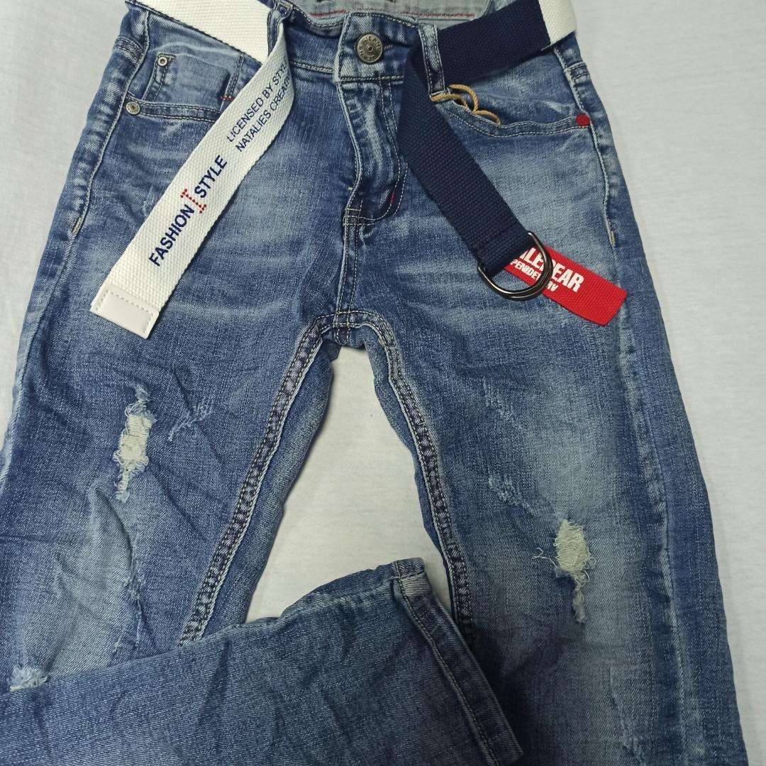 Джинсы демисезонные модные красивые оригинальные рваные для мальчика. По поясу регулирующая резинка.