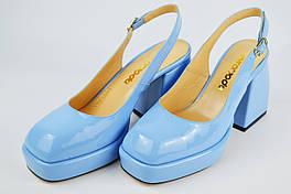 Босоножки на расклешенном каблуке Evromoda 8011 40 Голубой лаковая кожа