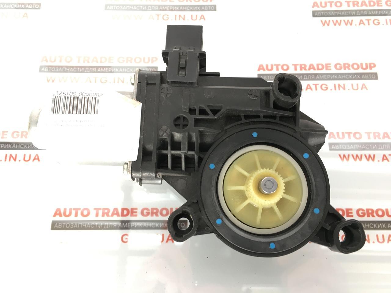 Моторчик стеклоподьемника задній правий VW Passat B7 USA 2012-2015