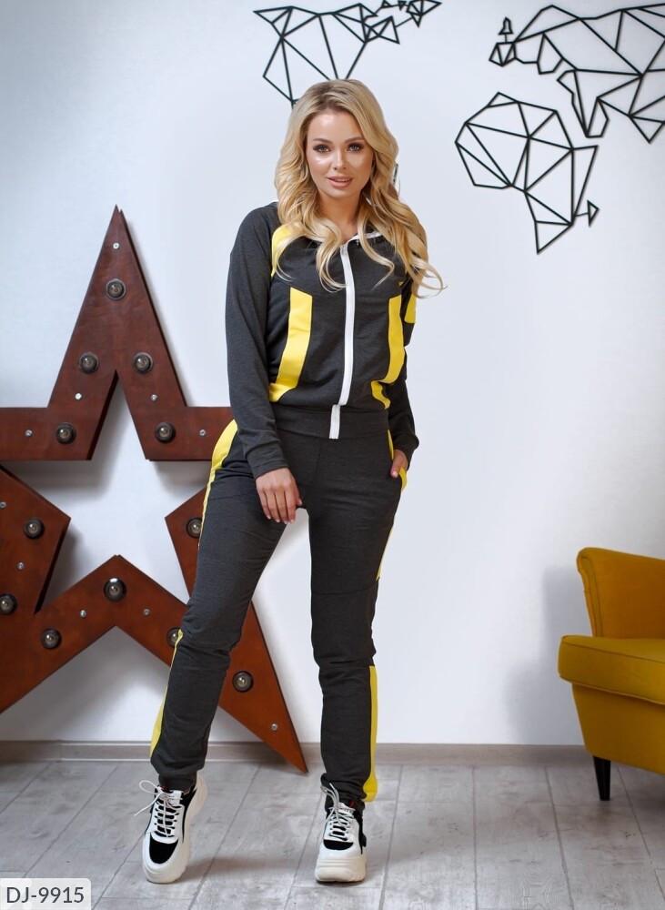 Женский спортивный костюм с шевроном «BST»