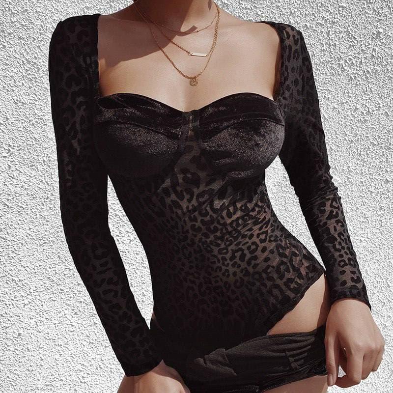 Женское боди черного цвета с декольте и бархатными чашками 6818457