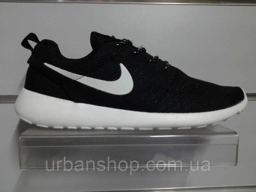 Кросівки Nike Roshe Run.