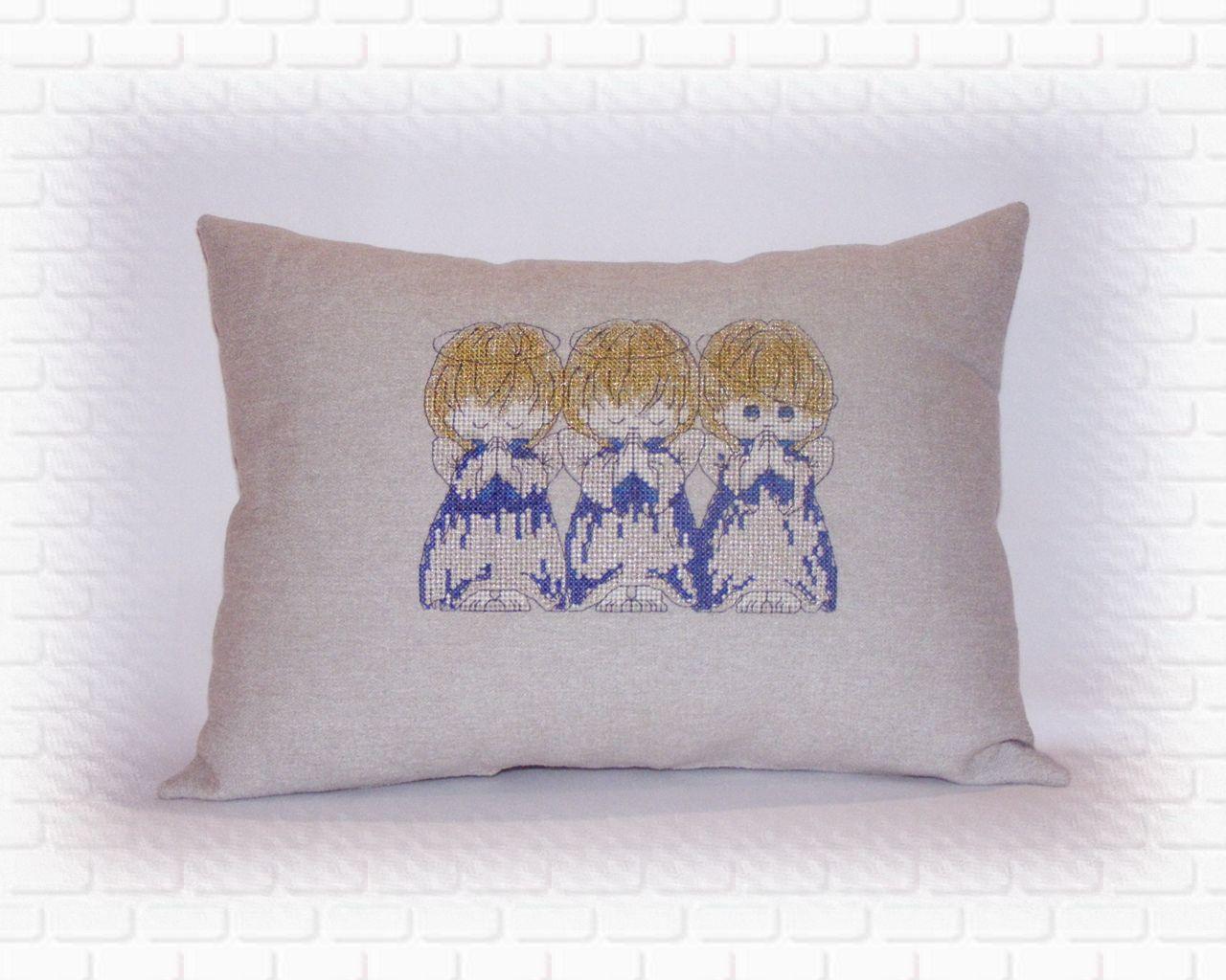 Подушка с вышивкой Ангелов