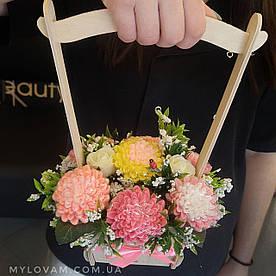 Букет з мила ручної роботи, квіти в корзині