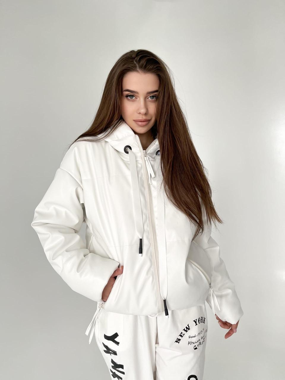 Демисезонная куртка из матовой экокожи на молнии с капюшоном короткая (р. 42-46) 6501591