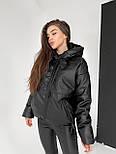 Демисезонная куртка из матовой экокожи на молнии с капюшоном короткая (р. 42-46) 6501591, фото 7