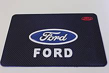 Антиковзаючий силіконовий килимок на торпедо з логотипом Ford v2 Форд