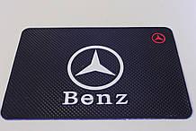 Антиковзаючий силіконовий килимок на торпедо з логотипом Mercedes v2 Мерседес