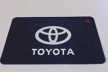 Антиковзаючий силіконовий килимок на торпедо з логотипом Toyota v2 Тойота