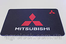 Антиковзаючий силіконовий килимок на торпедо з логотипом Mitsubishi v2 Міцубіші