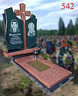 Пам'ятник з лізниківського граніту і габро з фігурним хрестом, фото 1