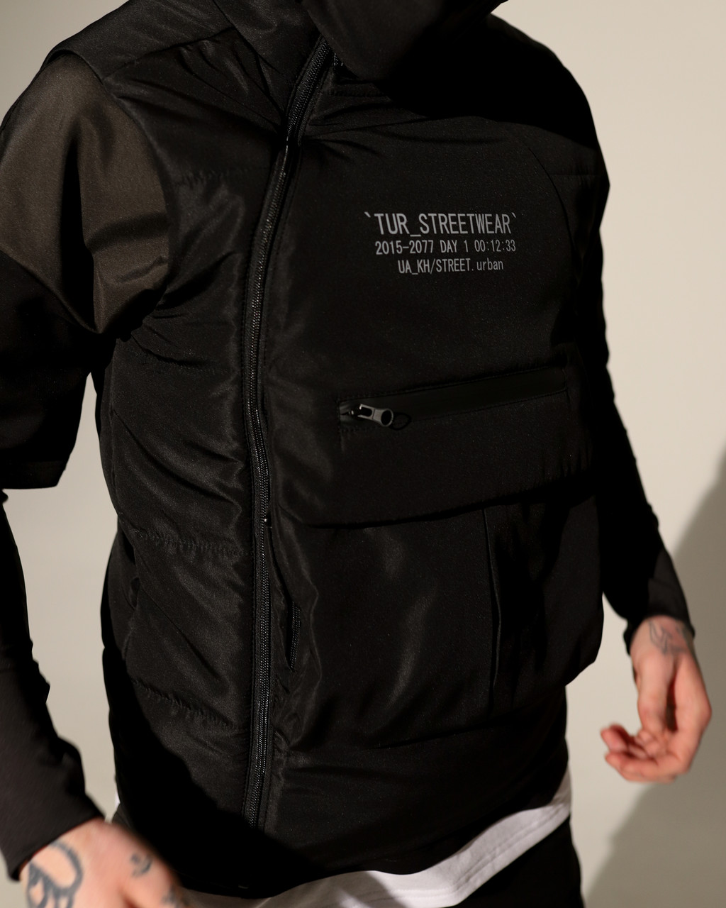 Жилет мужской черный от бренда ТУР модель Мисима TУRWEAR