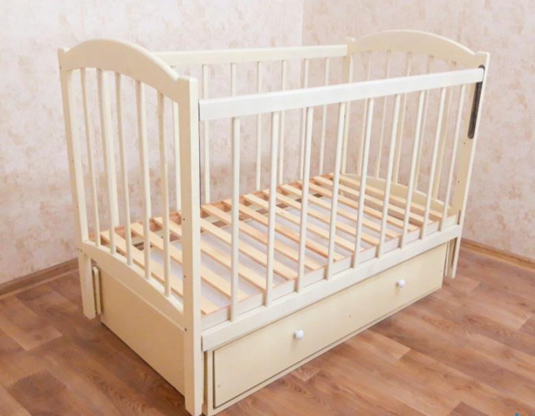 """Детская кроватка деревянная маятник с выдвижным ящиком-шухлядой и откидным бортиком """"Иванка"""" / слоновая кость"""