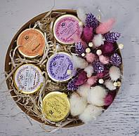 Подарочный набор крем-меда с сухоцветами к 8 марта.