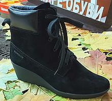 Ботинки женские на танкетке замшевые цвет черный