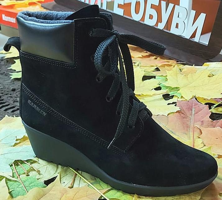 Замшевые ботинки на танкетке зимние мягкие шнуровка и молния сбоку