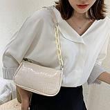 Женская сумочка багет на пластиковой цепочке ремешке рептилия бежевая молочная белая, фото 2
