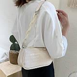 Женская сумочка багет на пластиковой цепочке ремешке рептилия бежевая молочная белая, фото 3