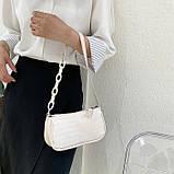 Женская сумочка багет на пластиковой цепочке ремешке рептилия бежевая молочная белая, фото 6