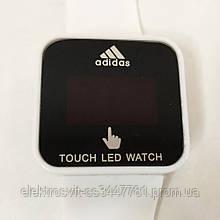 Спортивные часы с LED дисплеем. Реагируют на касание. ADIDAS. Цвет: белый
