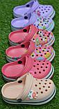 Дитячі капці крокси сабо crocs рожевий принт квіти р24-29, фото 2