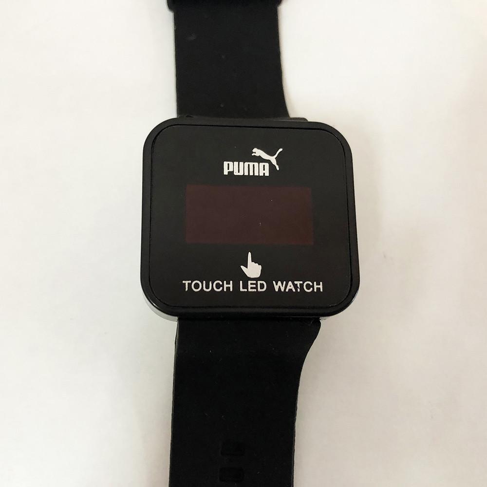 Спортивные часы с LED диспеем. Реагируют на касание. PUMA. Цвет: черный