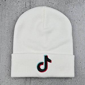 Шапка Tik Tok / ТикТок з чорним логотипом Біла - молодіжна шапка-лопата з відворотом Топ