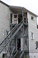Сходи в будинку на другий поверх