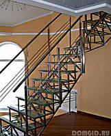 Сходи на другий поверх у приватному