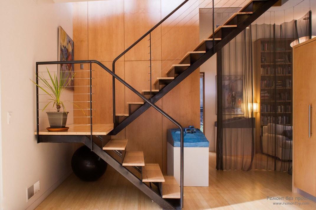 Лестница в частном доме на второй