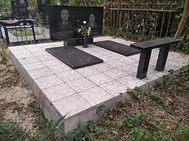 Горизонтальный памятник на двоих с надгробными плитами и лавкой 1